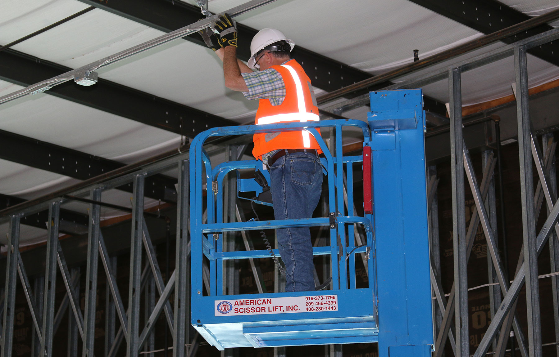 American_Scissor_Lifts_Aerial_Specialist_Home_Slider